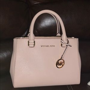 Micheal Kors leather purse